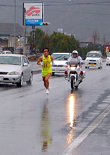 山口市大内を駆ける4区松井選手