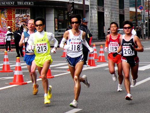 福岡国際マラソン 18km警固交差点
