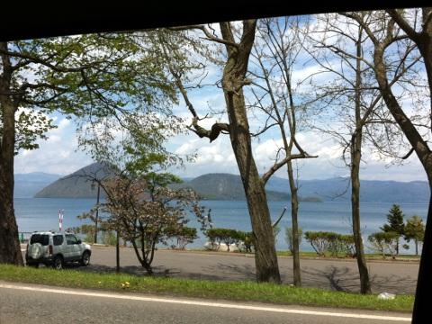 大会当日、晴れ上がった青空の洞爺湖