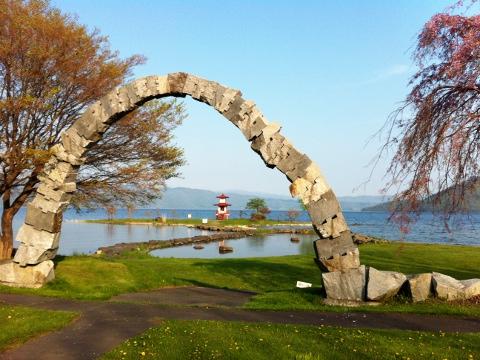 夢洞爺 湖一周を石で連結