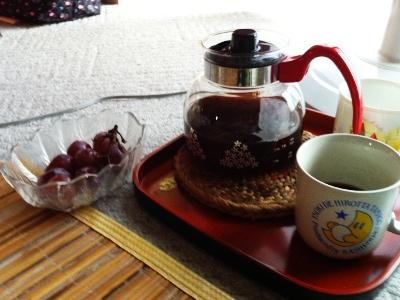 とりあえずの飲食はコーヒーと葡萄