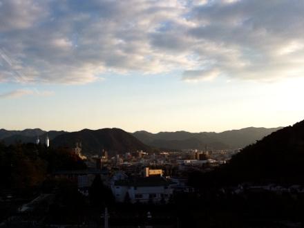 小山の中の町、山口