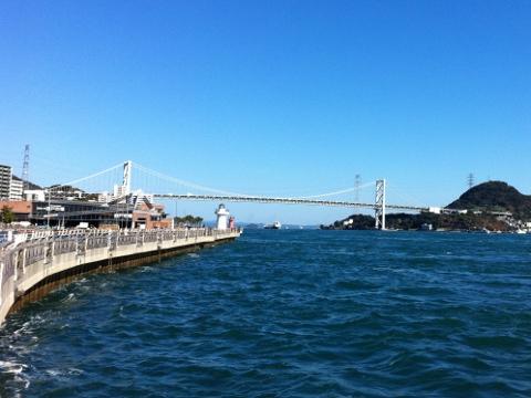 関門橋を臨む