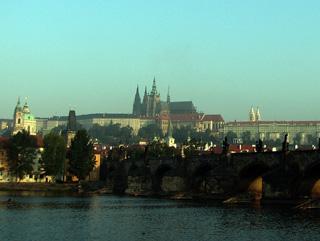 カレル橋とプラハ城が織りなす景観