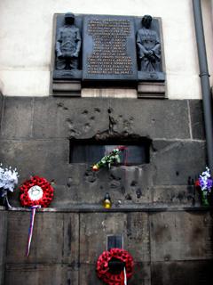 銃弾跡の残る聖キュリロスと聖メトディウス教会の壁面