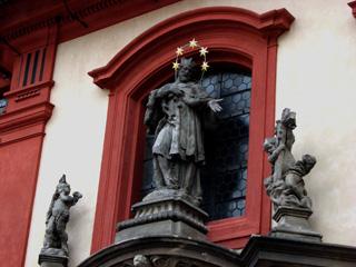 聖ヤン・ネポムツキー像
