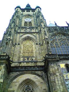 聖ヴィート大聖堂南塔と金の扉