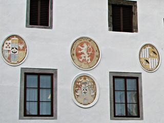町役場外壁の紋章