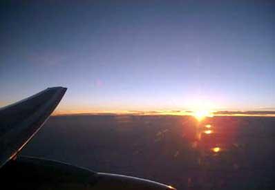 帰路、機内から見る夕陽