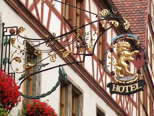HOTEL Tilman Riemenschneiderの鉄看板