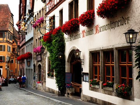 ゲオルゲンガッセとホテルの外観