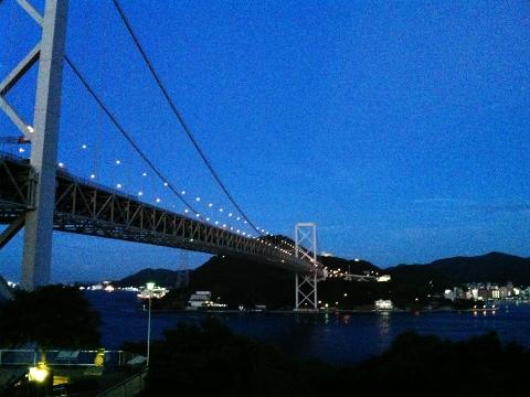 夕暮れの関門海峡