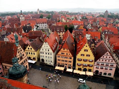 市庁舎鐘塔から見下ろすローテンブルクの街並み