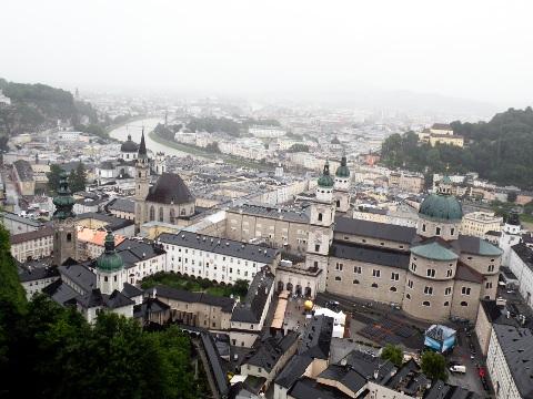 ホーエンザルツブルク城塞から見下ろすザルツブルクの街並み