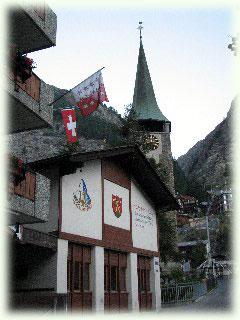 ツェルマット教会前のドルフ広場