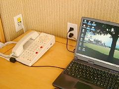 シェラトン・バンクーバーホテル客室内の電話機とLAN端子